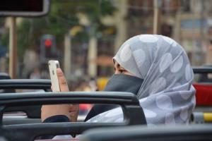арабка с телефон