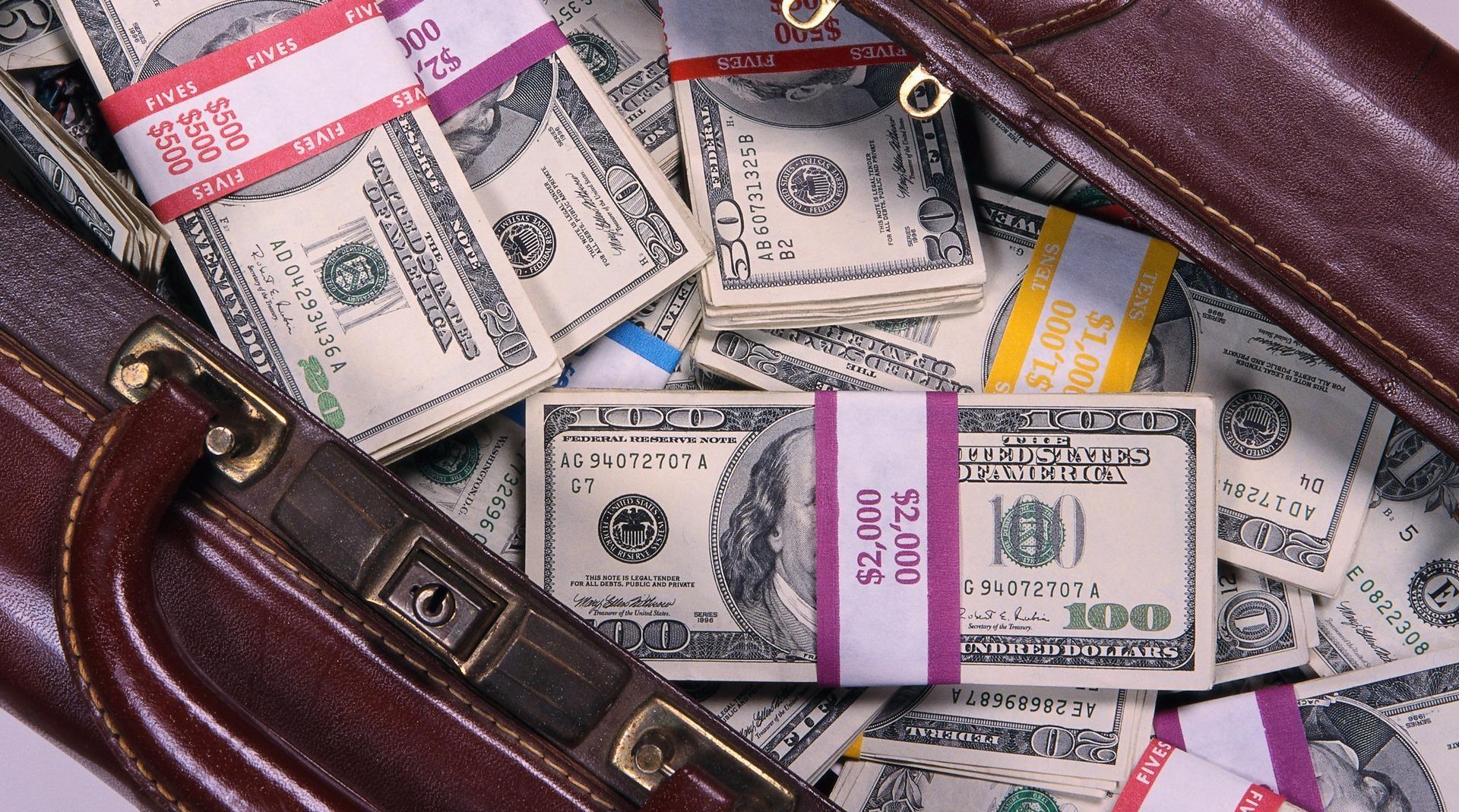 чанта с пари