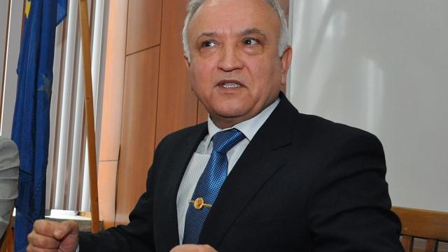 проф. Костадин Костадинов