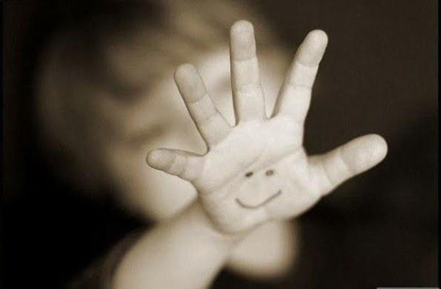 ръка с усмивка