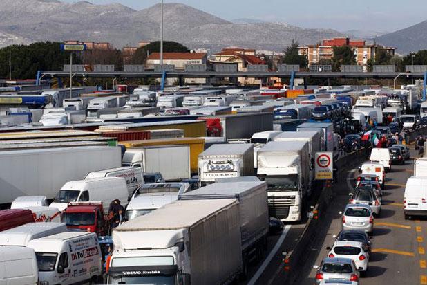 сърбия - хърватска - камиони