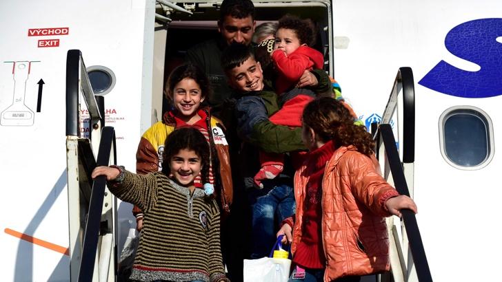 бежанци самолет