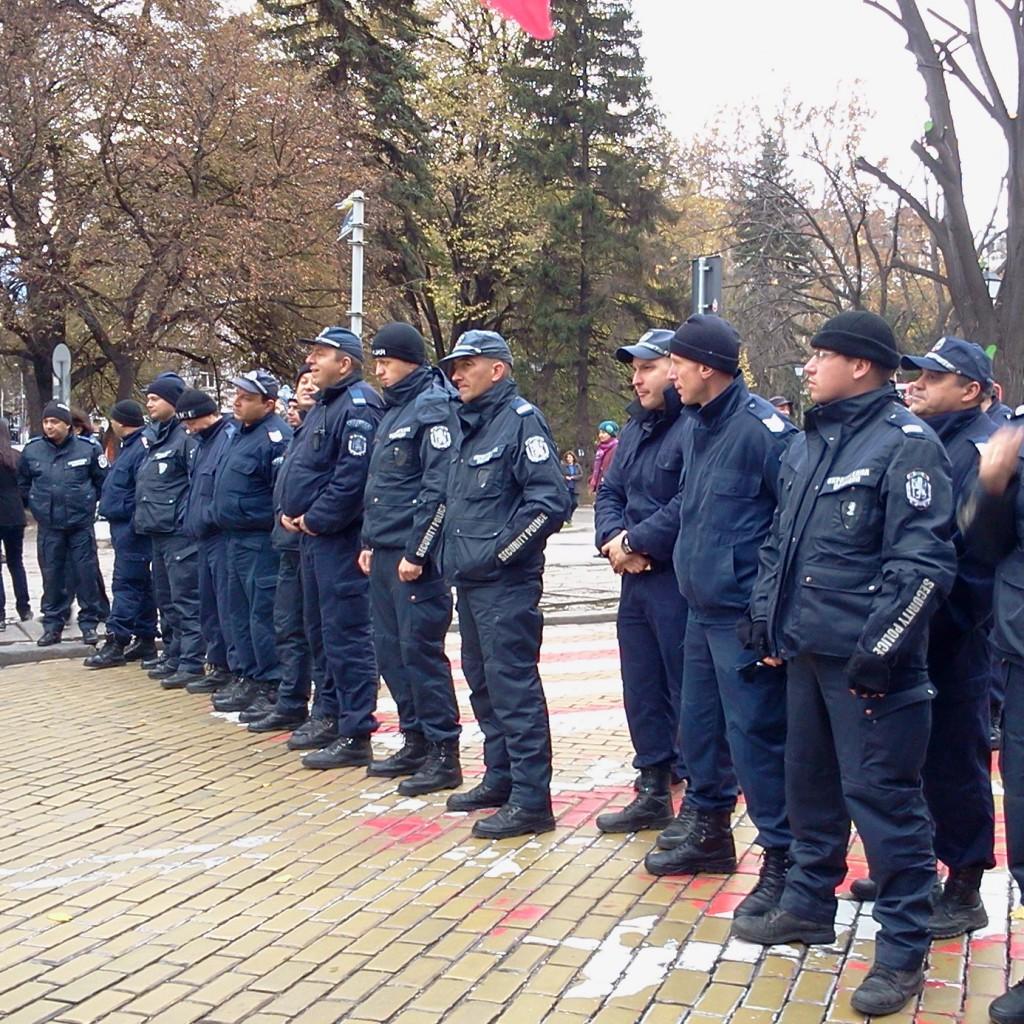 полиция обгради парламента