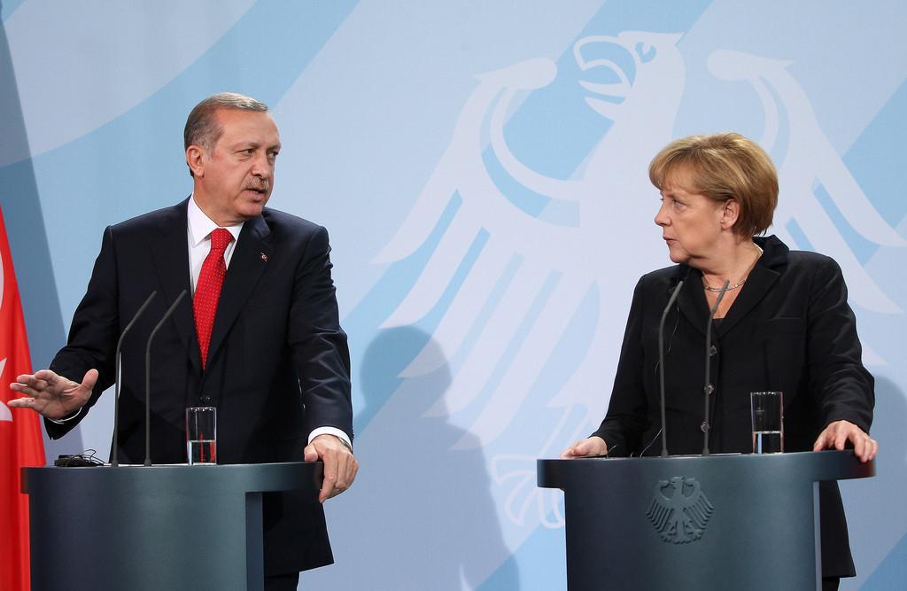 Меркел притисна ердоган