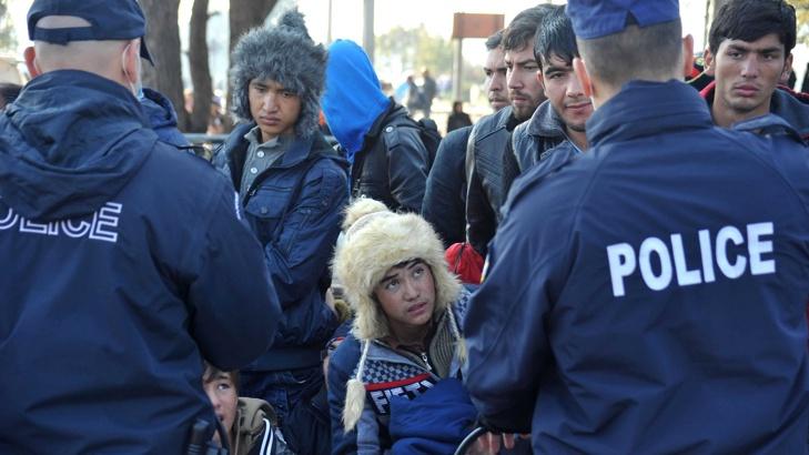 гръцката полиция депортира мигранти