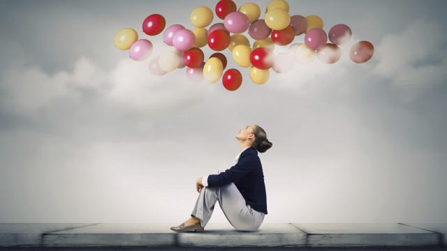 жена с балони