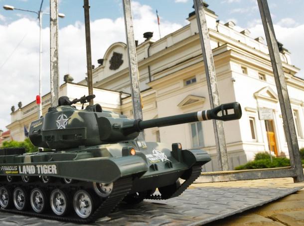 танк пред парламента