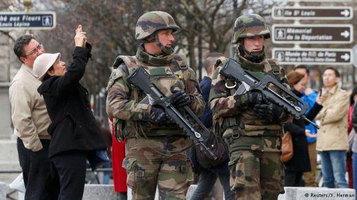 туристи и военни