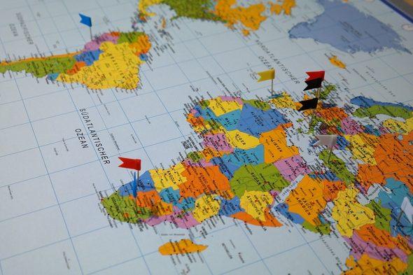 карта с пинове
