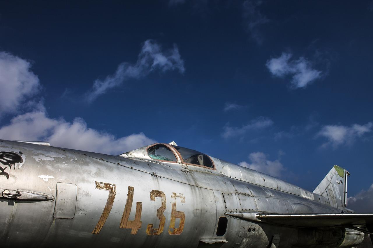 военен самолет