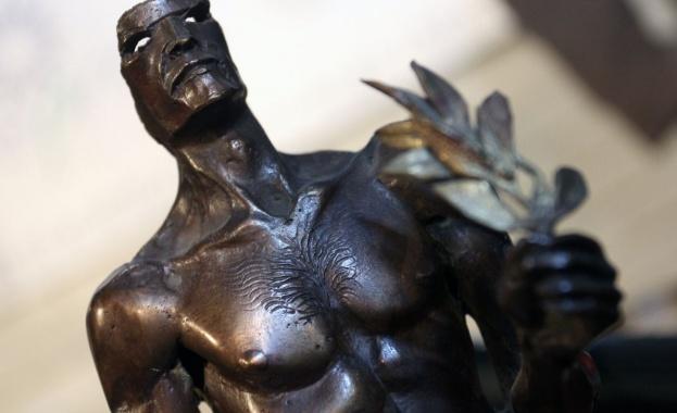 Аскеер статуетка