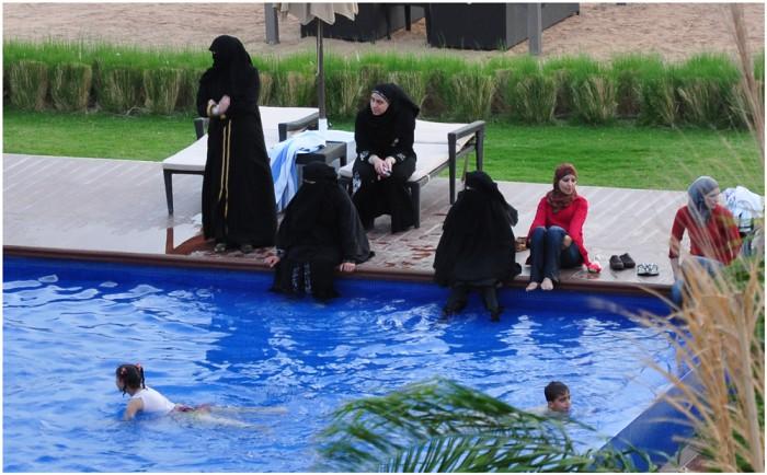 бурка басейн
