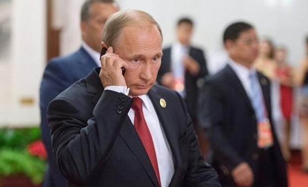 Путин говори по телефона